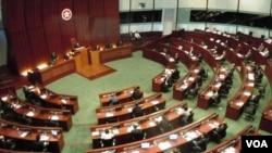 香港立法會否決民主黨提出對行政長官梁振英的不信任動議