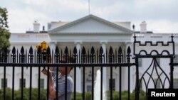 Un hombre que escaló el muro de la Casa Blanca en marzo fue abatido a tiros en Filadelfia.