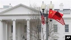 白宮外為歡迎胡錦濤到訪而掛上美中兩國國旗