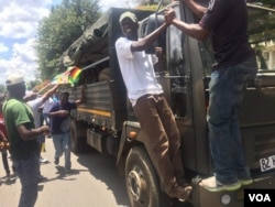 The army and the people in Harare ... A show of force ...