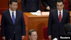 中国国家主席习近平、总理李克强和政协主席俞正声在政协会议主席台上(2015年3月3日)