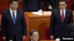 習近平主席、李克強總理和政協主席俞正聲在政協會議主席台上(2015年3月3日)