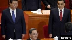 China's President Xi Jinping (L), Premier Li Keqiang (R) and Yu Zhengsheng (front) 习近平主席、李克强总理和政协主席俞正声在政协会议主席台上(2015年3月3日)