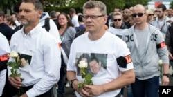 Шествие в память об убитых полицейских. Пригород Парижа. Франция. 16 июня 2016 г.