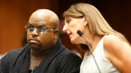 "Grammy Award winning R&B singer and ""The Voice"" TV judge CeeLo Green (L), confers with attorney Blair Berk in Clara Shortridge Foltz Criminal Justice Center in Los Angeles, California, Oct. 21, 2013."