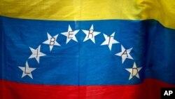 Revocatorio, enmienda constitucional y renuncia voluntaria son las tres opciones que la oposición venezolana plantea para la salida del poder del presidente Nicolás Maduro.