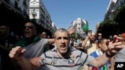تصویر آرشیوی از تظاهرات الجزایریها در پایتخت در اوت ۲۰۱۹