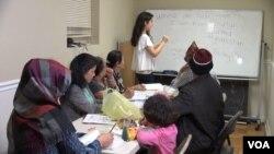 Izbeglice koje žive u stambenom kompleksu u Merilendu imaju i časove engleskog jezika