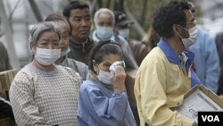 Muchos damnificados se quejan de que el gobierno los ha desatendido para ocuparse de la crisis nuclear.