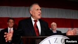 Ông John Kyl từng phục vụ lâu năm ở Thượng viện và là bạn thân của ông McCain