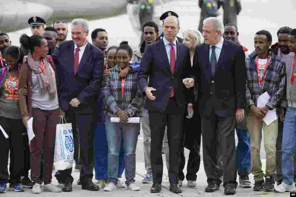 انسانی حقوق کی ایک موقر بین الاقوامی تنظیم 'ایمنسٹی انٹرنیشنل' نے ایک بیان میں یورپی یونین کے رہنماؤں سے مطالبہ کیا ہے کہ وہ اپنی سرحدوں سے زیادہ پناہ گزینوں کے حقوق کو مقدم رکھیں۔