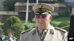 Le chef d'état-major algérien, le général Ahmed Gaïd Salah, assiste à un défilé militaire à Alger, le 1er juillet 2018.