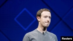 លោក Mark Zuckerberg ថ្លែងនៅលើឆាកក្នុងសន្និសីទ Facebook F8 ប្រចាំឆ្នាំនៅក្នុងក្រុង San Jose សហរដ្ឋអាមេរិក កាលពីថ្ងៃទី១៨ ខែមេសា ឆ្នាំ២០១៨។