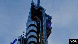 Gedung Lloyds, rumah perusahaan raksasa asuransi Lloyd's od London yang merugi akibat klaim bencana alam bertubi-tubi dari segala penjuru dunia (foto:dok).