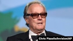 Peter Fonda saat hadir pada festival film tahunan Palm Springs International di Palm Springs, California, 2 Januari 2018 (foto: dok).