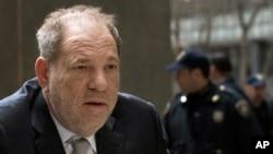 Harvey Weinstein, devant le palais de justice de Manhattan, le 13 janvier 2020, à New York.