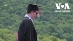 В одній зі шкіл в Нью-Гемпширі влаштували випускний на вершині гори. Відео
