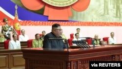 김정은 북한 국무위원장이 27일 평양 4.25 문화회관에서 열린 제6회 전국 노병대회에서 '자위적 핵 억제력'을 강조했다.
