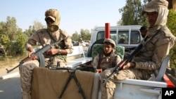 Tentara Yaman yang bersekutu dengan pemerintahan yang diakui secara internasional berjaga di Marib, Yaman, Februari 2018.