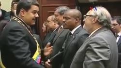 Venezolanos debaten el decreto de emergencia económica