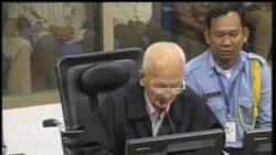 2013-10-31 美國之音視頻新聞: 前紅色高棉領袖農謝在法庭作最後陳詞