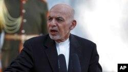 រូបឯកសារ៖ ប្រធានាធិបតីអាហ្វហ្គានីស្ថាន លោក Ashraf Ghani ថ្លែងសុន្ទរកថា ក្នុងសន្និសីទសារព័ត៌មានរួមគ្នាមួយជាមួយនឹងនាយករដ្ឋមន្ត្រីប៉ាគីស្ថានលោក Imran Khan នៅវិមានប្រធានាធិបតីក្នុងទីក្រុងកាប៊ុល ប្រទេសអាហ្វហ្គានីស្ថាន ថ្ងៃទី១៩ ខែវិច្ឆិកា ឆ្នាំ២០២០។
