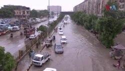 کراچی میں بارش سے نظامِ زندگی پھر مفلوج، ہر طرف پانی