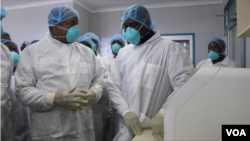 Obediah Moyo, Zimbabwe's Health Minister (left) speaking to officials at a hospital in Harare, March 02, 2020, which is being used as facility to treat patients who would have been suspected of contracting COVID-19. (Columbus Mavhunga/VOA)
