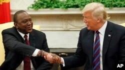 Президент США Дональд Трамп и президент Кении Ухура Кениату (архивное фото)