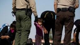 Kiểm tra di dân tại biên giới Mỹ-Mexico