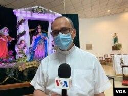 El sacerdote Julio Arana dijo que en todas las parroquias se siguieron las recomendaciones de las autoridades de salud por la pandemia de coronavirus. Foro Daliana Ocaña, VOA.