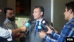 Daniel Salinas, Ministro de Salud de Uruguay, habla con la prensa sobre el desembarco de la tripulación del crucero australiano Greg Mortimer, contaminada con COVID-19.