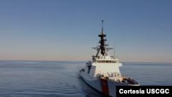 El guardacostas Stone (WMSL-758), del servicio naval militar de EE.UU., al zarpar desde el puerto de Mississipi en diciembre de 2020.