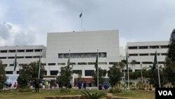 سینیٹ کے چیئرمین اور ڈپٹی چیئرمین کا انتخاب 12 مارچ کو ہو رہا ہے۔