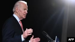 រូបឯកសារ៖ អតីតអនុប្រធានាធិបតីអាមេរិក លោក Joe Biden និងជាបេក្ខជនប្រធានាធិបតីខាងគណបក្សប្រជាធិបតេយ្យ ថ្លែងអំពីស្ថានភាពជំងឺកូវីដ១៩ ក្នុងសន្និសីទកាសែតមួយក្នុងក្រុង Wilmington រដ្ឋ Delaware កាលពីថ្ងៃទី១២ ខែមីនា ឆ្នាំ២០២០។