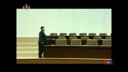 2014-07-08 美國之音視頻新聞: 金正恩在官方電視畫面中似乎跛腳上台