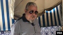 El politólogo y activista Vasco Da Costa, que fue excarcelado la noche del 1 de agosto, tras permanecer más de dos años detenido en una cárcel militar, fotografiado en su domicilio el 3 de septiembre de 2020.