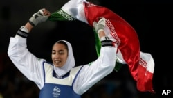 معروف ایرانی اولمپک ایتھلیٹ، کیمیا علی زادہ (فائل)
