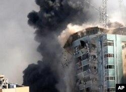 İsrail Ordusu Al Cezire televizyonu ve Associated Press haber ajansı bürolarının bulunduğu binayı hedef aldı.