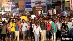 Para pengunjuk rasa di jalanan ibukota Khartoum, Sudan, 21 Oktober 2019. (Foto: dok).