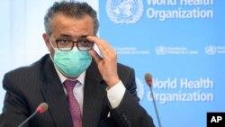 """En esta foto del 24 de mayo de 2021, Tedros Adhanom Ghebreyesus, Director General de la OMS, asiste a una reunión en Ginebra. El líder de la OMS dijo el 25 de junio de 2021 que la variante delta es """"la más transmisible de las variantes identificadas""""."""
