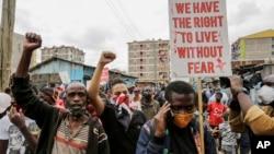 Manifestation contre la brutalité policière dans le bidonville de Mathare à Nairobi, au Kenya, le 8 juin 2020. (Photo AP)
