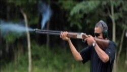 白宫发布奥巴马飞碟射击照片