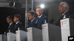 10일 (왼쪽부터) 그리스의 키리아코스 미초타키스 총리와 이탈리아의 주세페 콘테 총리, 키프로스의 니코스 아나스타시아데스 대통령, 프랑스의 에마뉘엘 마크롱 대통령, 포르투갈의 안토니우 코스타 총리를 포함한 지중해 연안 7개 유럽연합(EU)국 정상들이 프랑스의 코르시카 섬에서 터키와 그리스간의 지중해 에너지 탐사 분쟁에 관해 회담을 가졌다.