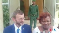 Séraphine Wakana représentante du PNUD en Guinée et Gerardus Gielen représentant de la délegation de l'union Européenne