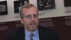 Дэвид крамер о том, что российские официальные лица утверждают, что эти законы принимаются в качестве защиты от внешних происков