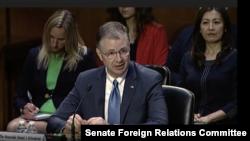 대니얼 크리튼브링크 미 국무부 동아태 담당 차관보 지명자가 15일 상원 외교위 인준청문회에서 의원들의 질문에 답하고 있다.
