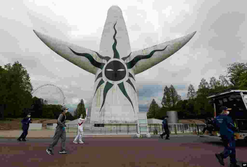 روز دوم حمل مشعل المپیک ۲۰۲۰ توکیو، در قسمت شمالی اوزاکا، غرب ژاپن