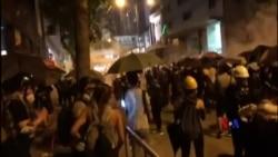 2019-08-05 美國之音視頻新聞: 香港大罷工在週一晚再度演變成衝突 (2)