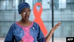 ທ່ານນາງ ວິນນີ ເບຢານີມາ (Winnie Byanyima), ຜູ້ອຳນວຍການຝ່າຍບໍລິຫານຂອງໂຄງການ UNAIDS ຕອບຄໍາຖາມຄົນຢູ່ກອງປະຊຸມທີ່ນະຄອນເຈນີວາ, ວັນທີ 3 ກໍລະກົດ, 2020